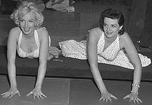 Marilyn et Jane Russell au Grauman's Chinese Theatre